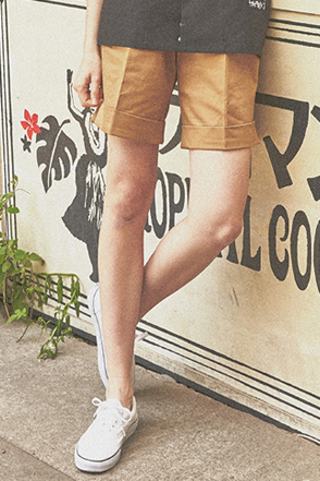 AWESOME IMAGINATION LETTERING CHINO SHORTS Beige
